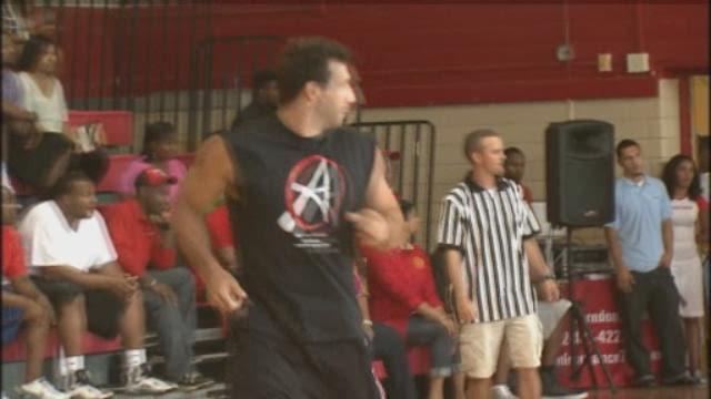 Okoye, Texans staying in shape, raise money for charity