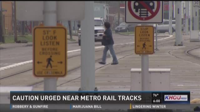 Jaywalkers dart across Metro tracks despite danger