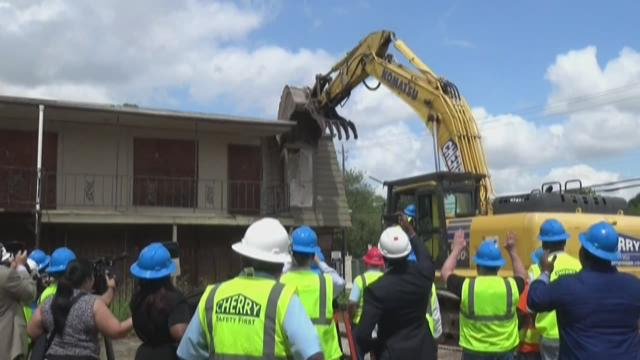 Crestmont Village Apartments Demolition Begins Khou Com