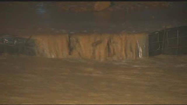 wfaa dallas flooding high water rescues_khou290520150000000177