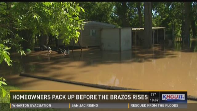 Homeowners pack up before Brazos River rises