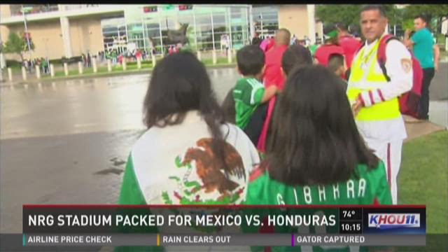 Fans pack NRG Stadium for Mexico vs Honduras warm up match
