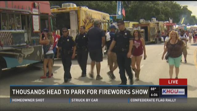 Thousands head to park for fireworks show