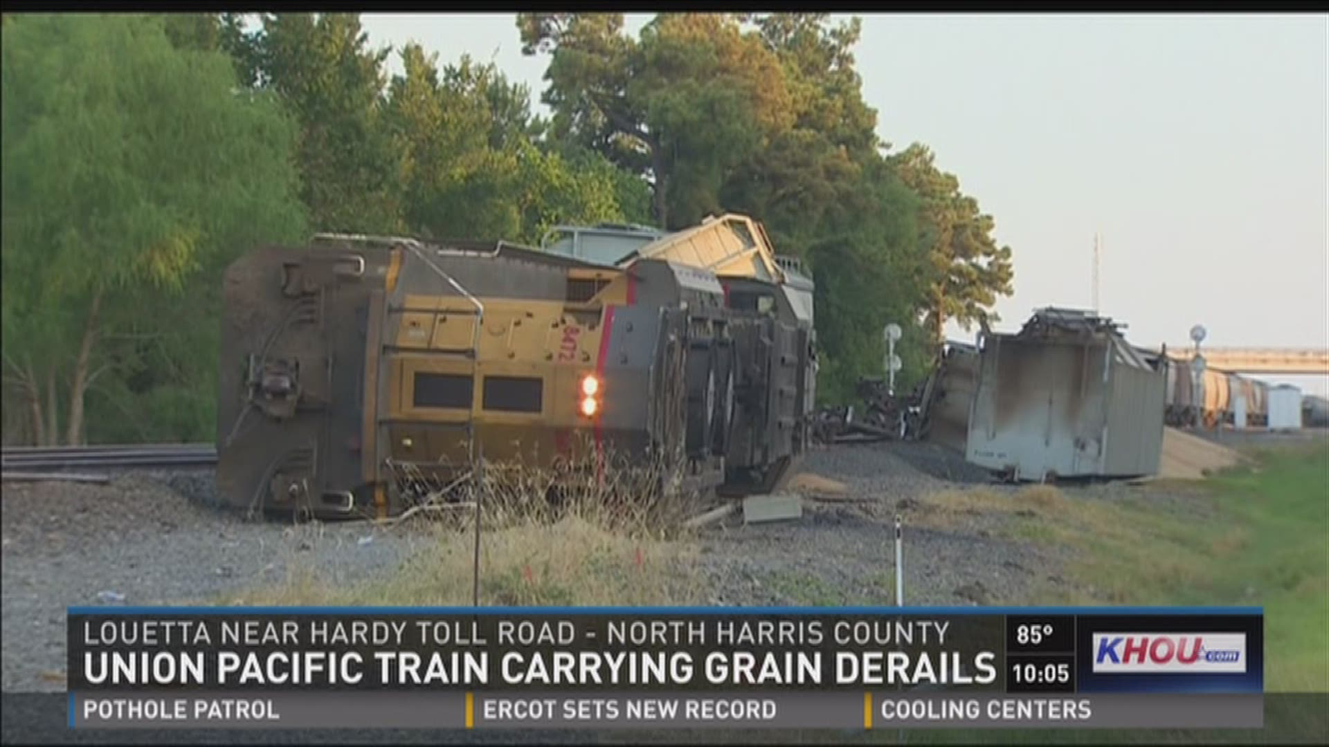 Union Pacific train carrying grain derails