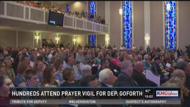 Hundreds attend Conroe vigil for slain HCSO deputy