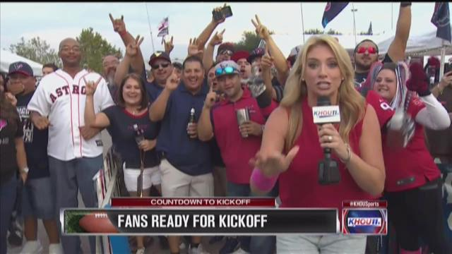 KHOU's Chita Johnson mingles with tailgaters before Texans vs. Colts